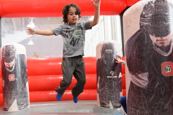 161104_GE_67_Fans_KidsZone_Jumping